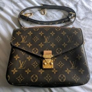 Louis Vuitton saddle cross body bag